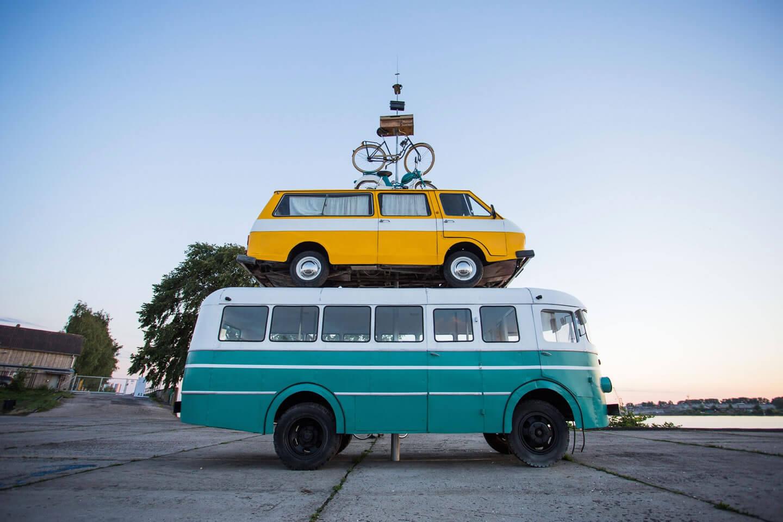 Moyens de transports : Bus, mini bus, moto, vélo